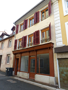 IMMEUBLE DE RAPPORT 2 APPARTEMENTS + 1 LOCAL COMMERCIAL HERICOURT CENTRE